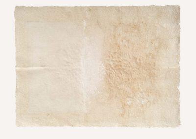 3, materiał masa papierowa, gips, wym. 105 x 85 cm